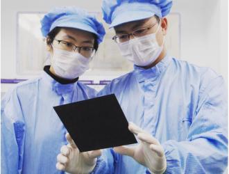攻坚克难 无锡尚德黑硅电池成功量产