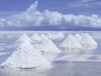 碳酸锂报价破13万 单月上涨超40%
