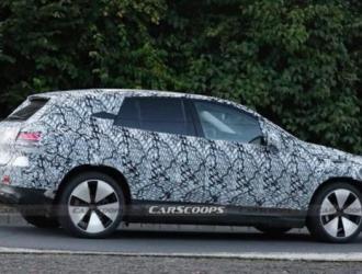 豪华品牌开始布局新能源 奔驰EQE SUV最新谍